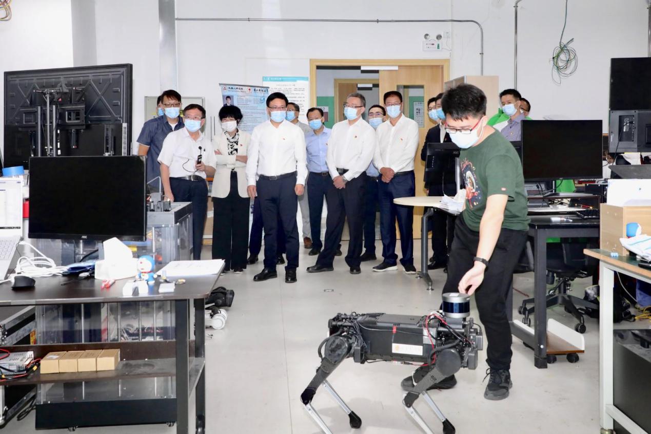 Shenzhen Mayor Mr. Rugui Chen visited our lab